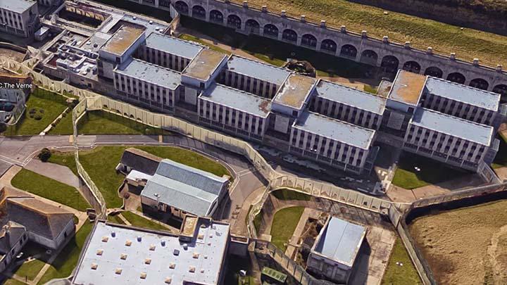carcel inglaterra ovni - Presos de una cárcel de Inglaterra denuncian que un OVNI aterrizó en el patio y les dejó sarpullidos rojos en sus cuerpos