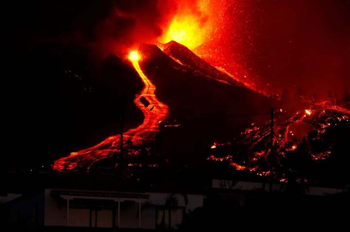 codigo biblico espana tsunami - Experto advierte que un código bíblico oculto predice que España será arrasada por una erupción volcánica y un tsunami